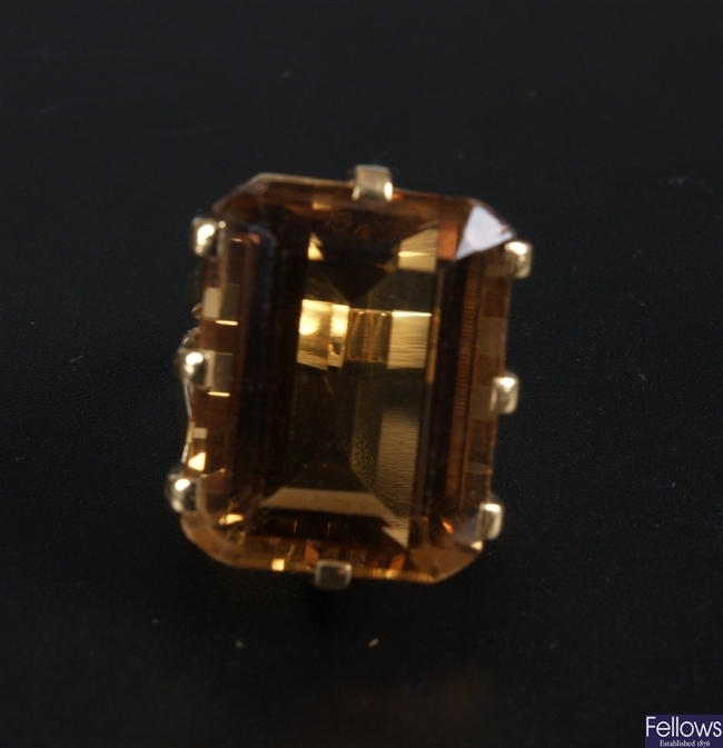 18ct gold single step cut citrine set ring,