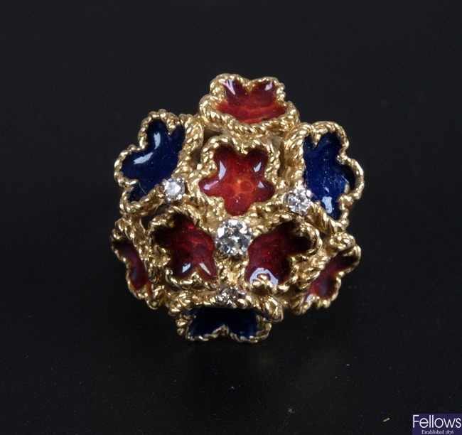 18ct gold fancy cocktail design ring, with joined