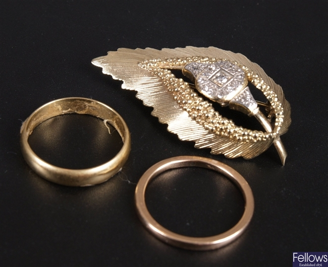 Three items of jewellery, to include an 18ct gold
