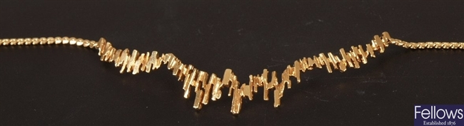 9ct gold S link necklet with central treebark