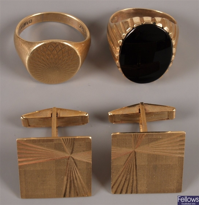 Three items of jewellery to include two 9ct gold