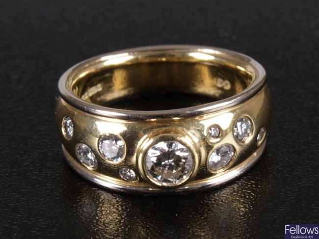18ct bi-colour gold band ring with central collet