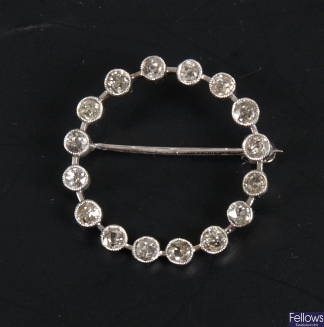 White metal circular diamond brooch with hollow