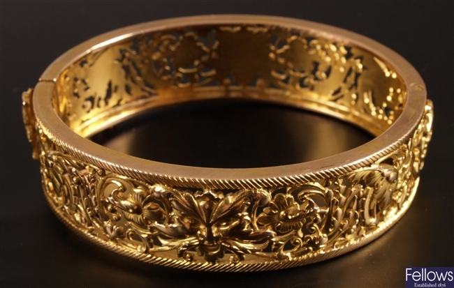 Late 20th century French 14ct gold hinged bangle