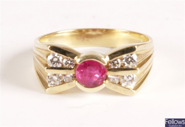 14ct gold bow design ring with central ruby