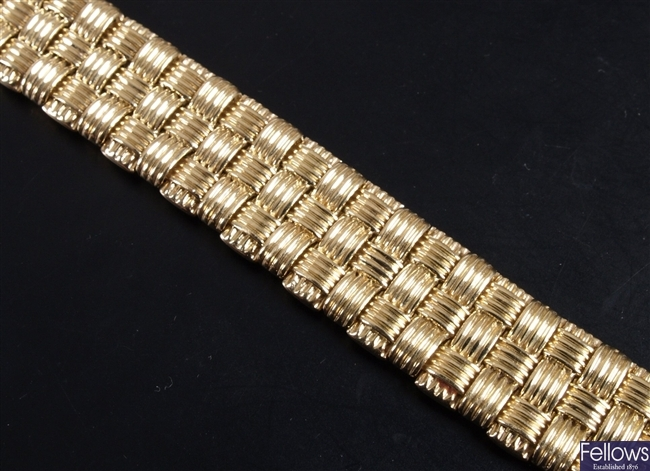 Roberto Coin continental 18ct gold bracelet of a
