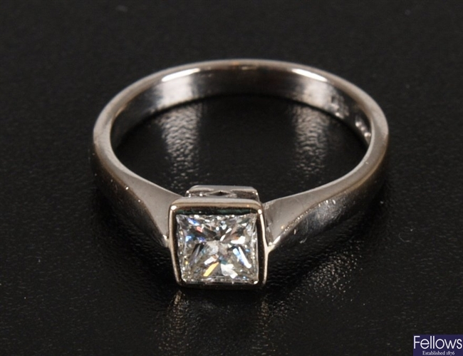 18k single stone diamond ring, collet set