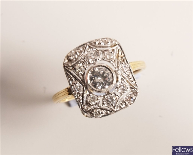 18ct stamped Art Deco style dress ring with a