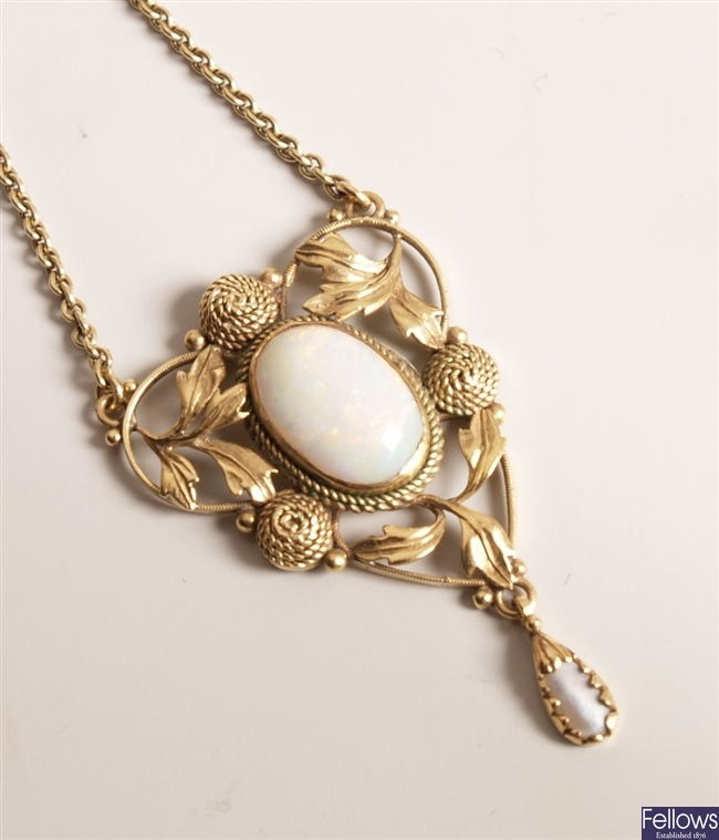 Opal and mother of pearl set necklet with central