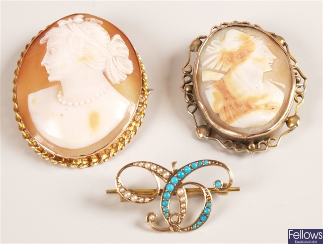 Three brooches to include an intertwined bar set