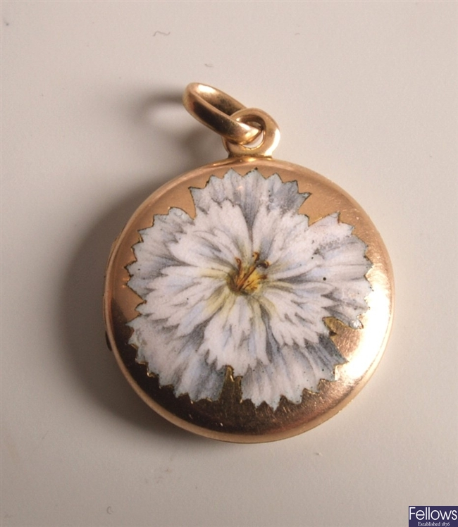 Circular photo locket, with a white enamelled