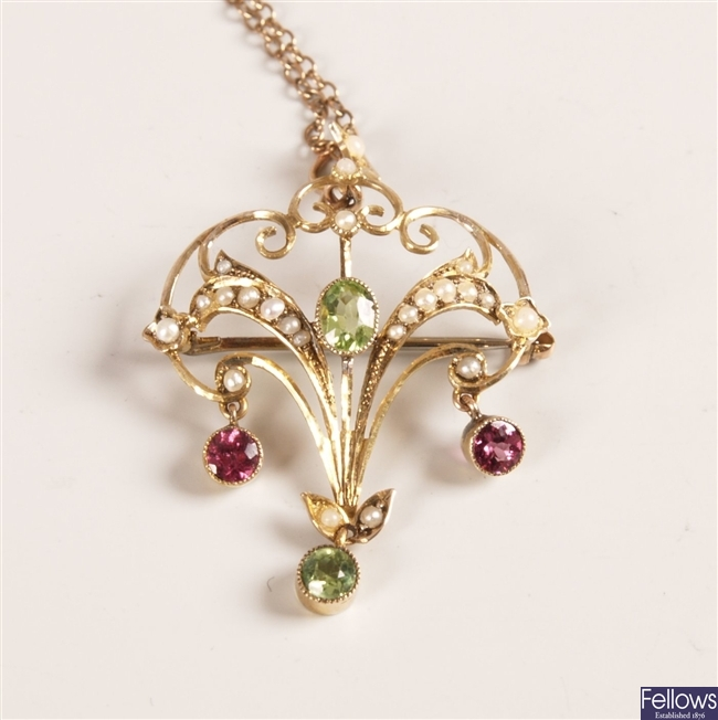 Edwardian 9ct gold openwork pendant set with an