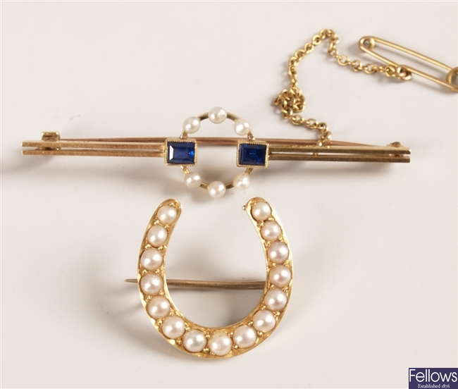 15ct bar brooch with central pearl circlet and