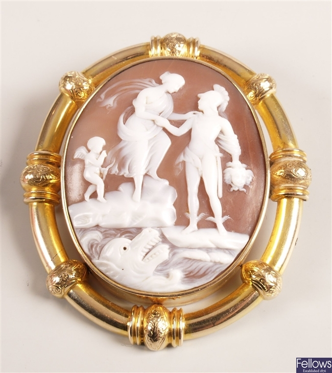 Large oval shall cameo depicting Perseus holding