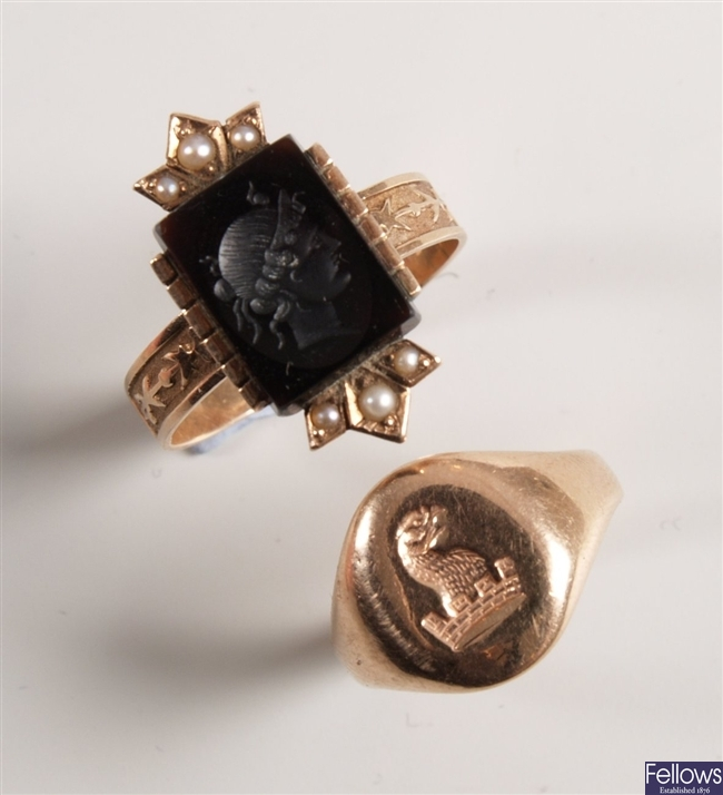 Two rings, to include a rectangular onyx intaglio