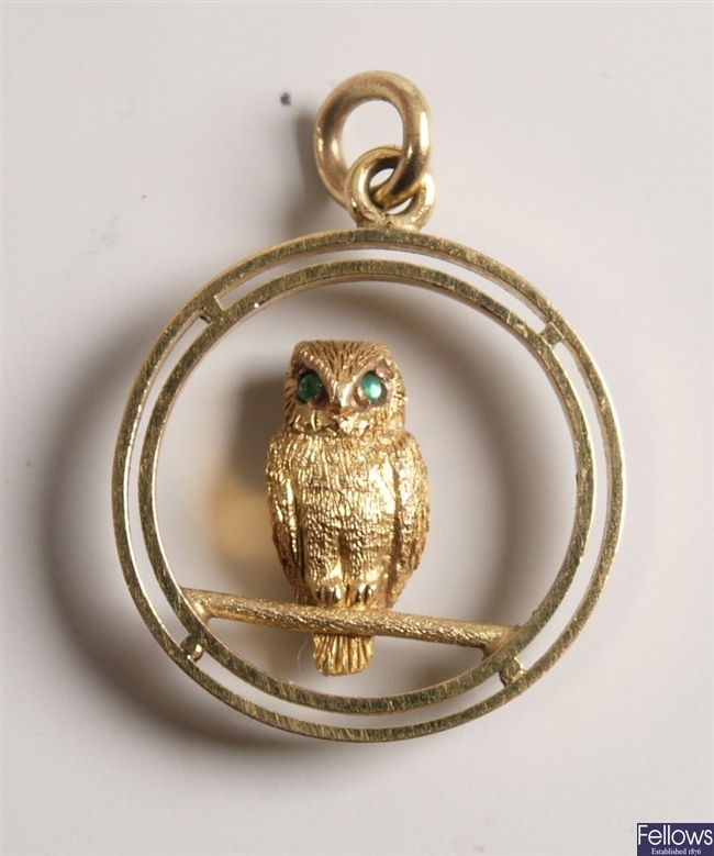9ct yellow gold circlet pendant with an owl with