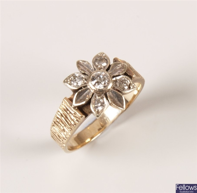 A 9ct gold dress ring with flower decoration and