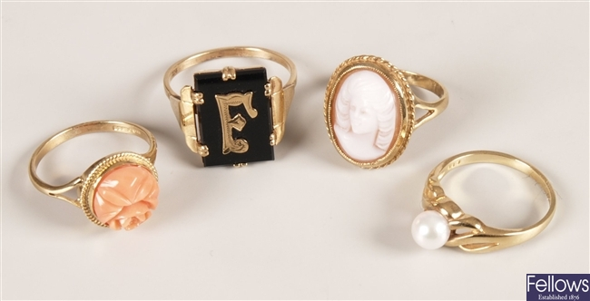Four rings, to include a 9ct gold cameo set ring,