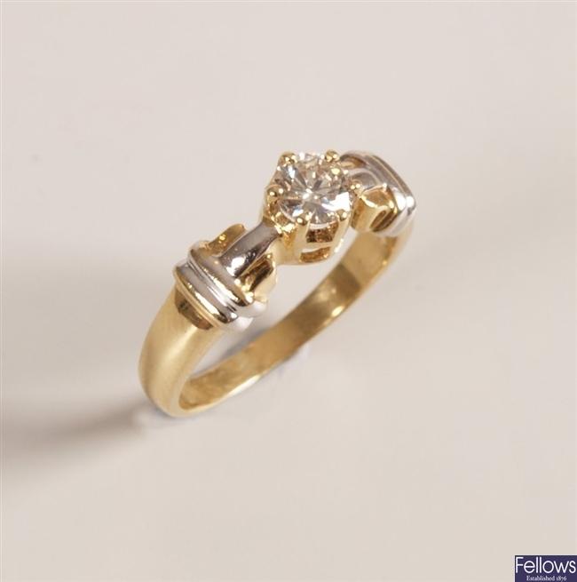 18k gold single stone round brilliant diamond set