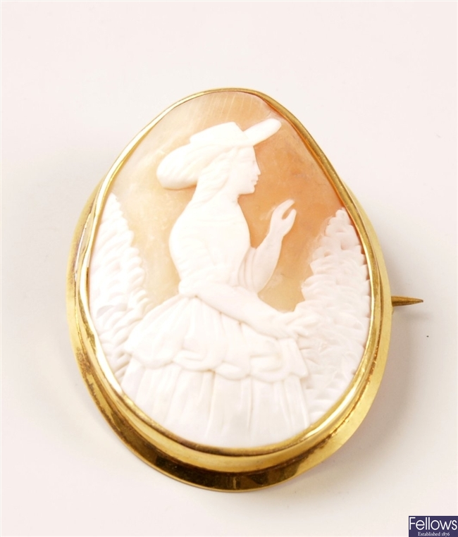 9ct gold oval cameo brooch with a plain frame,