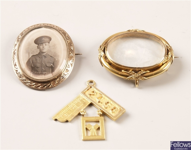 15ct gold Masonic badge, an oval portrait brooch