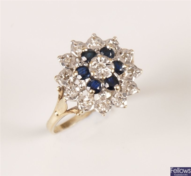9ct gold circular cluster ring set with sapphires