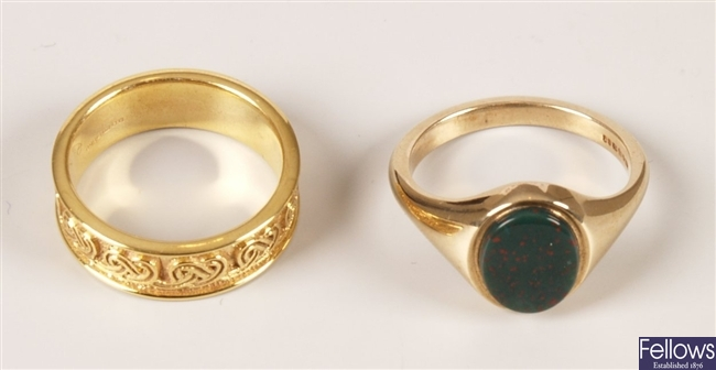 Two 9ct gold rings to include a bloodstone set
