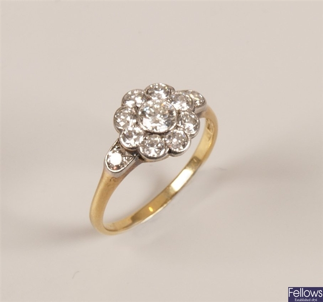 18ct gold diamond cluster ring, with a central