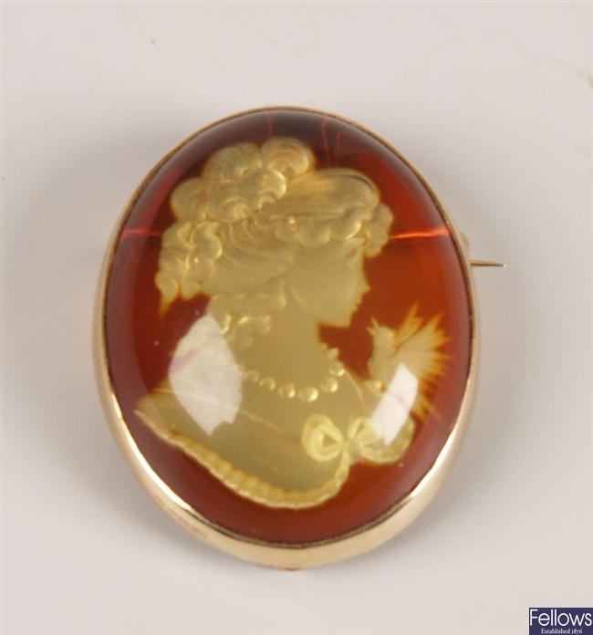 14ct gold amber brooch depicting the carving of a