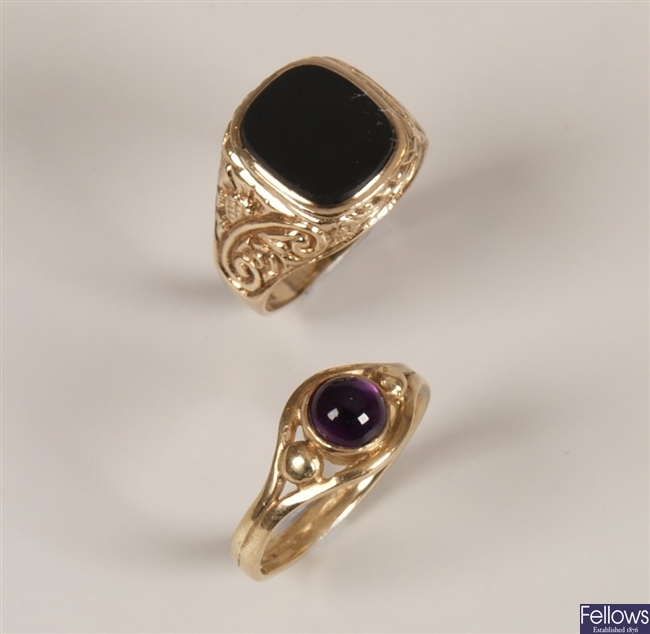 Two rings to include gentleman's 9ct gold black
