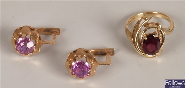 Two items of jewellery to include a 14ct gold