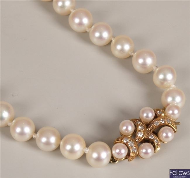 14ct gold uniform cultured pearl necklace, with
