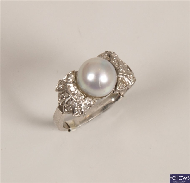 Cultured pearl and diamond ring with a central