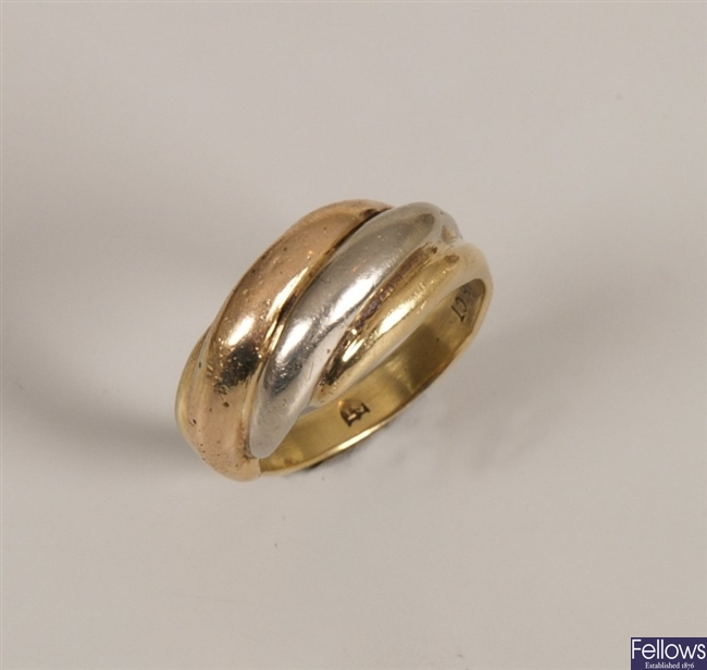 18ct tri-colour gold ring in a twisted design,