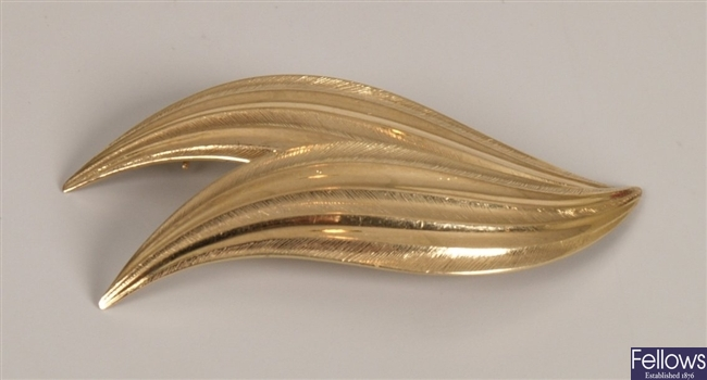Tiffany & Co 14ct gold brooch in a two leaf