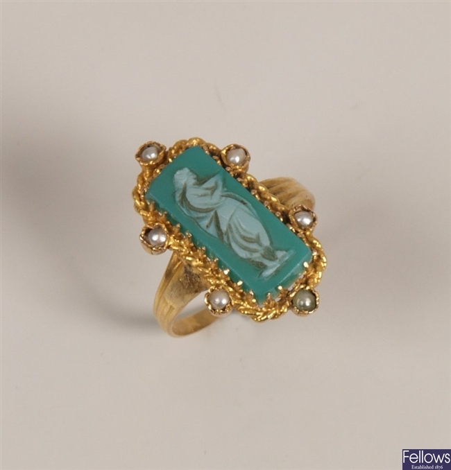 Agate cameo and seed pearl ring with a central