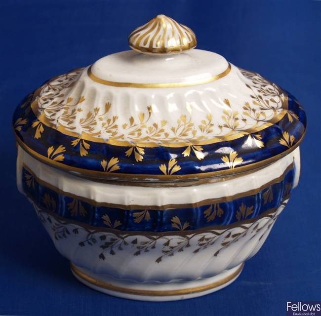 A late 18th Century English porcelain sugar bowl