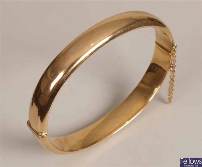 15ct gold plain hinged hollow bangle  9mm in