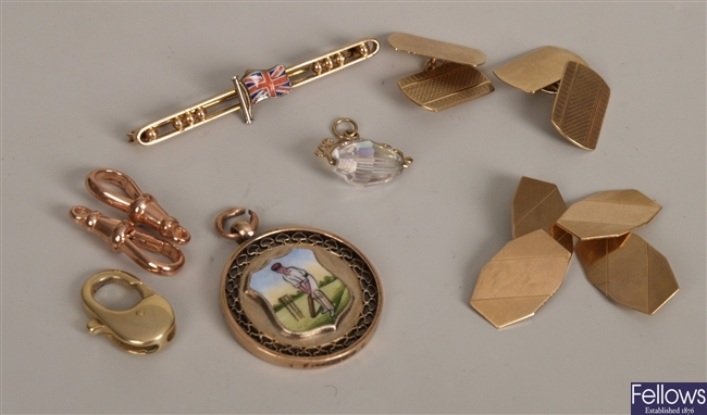A small quantity of gold items, to include a gold