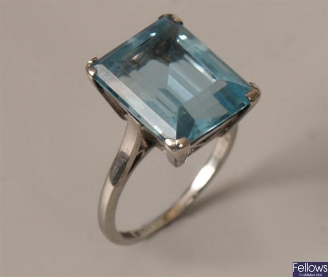 18ct gold and platinum aquamarine set ring, a
