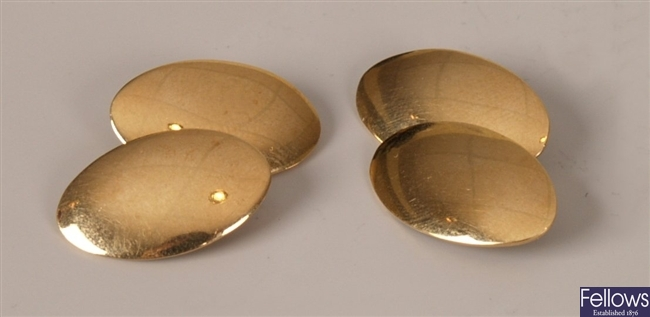 A pair of 18ct gold oval chain link cufflinks.