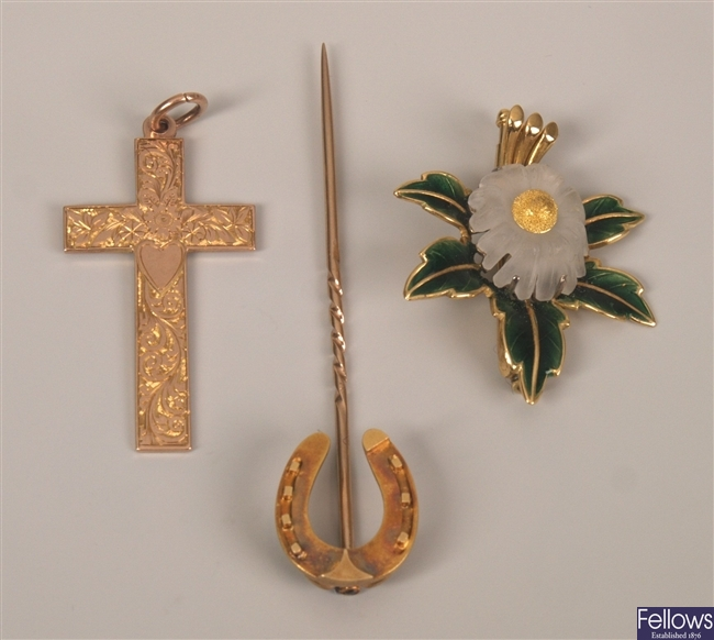 Three items of jewellery to include an 18ct gold