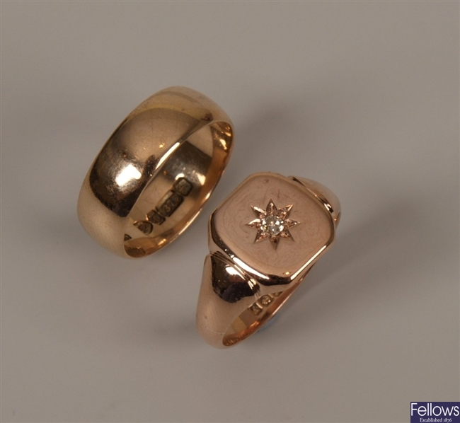 Two 9ct gold rings to include a gentleman's