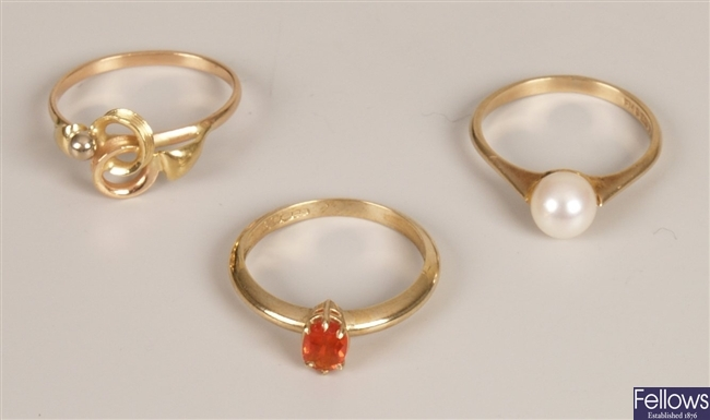 Three rings, to include a 9ct gold single