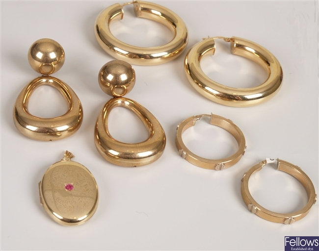 Four 9ct gold items, to include a pair of hollow