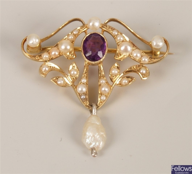 15ct gold amethyst and pearl brooch set with