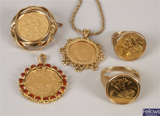 Five items, to include a full sovereign pendant