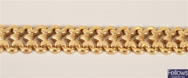 18ct gold fancy link bracelet with heart shaped