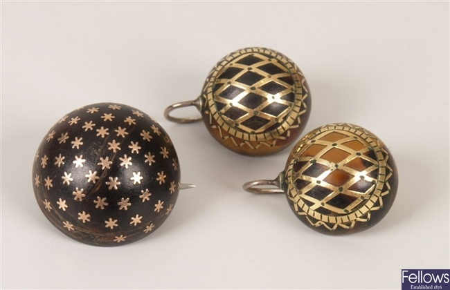 Two items of pique jewellery to include a pair of