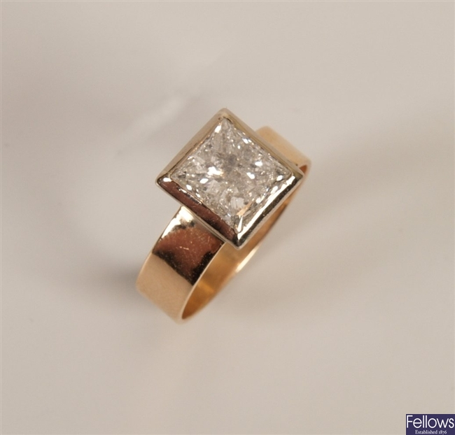18ct gold single stone diamond ring with a collet